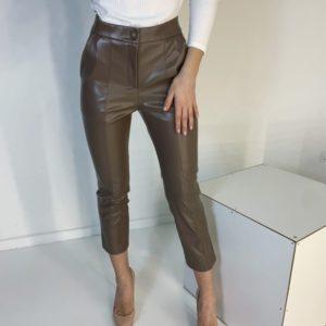 Приобрести по низким ценам женский короткие брюки из эко кожи с карманами цвета мокко