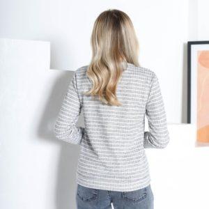 Приобрести недорого джемпер светло-серый в полоску с V-образным вырезом (размер 42-48) для женщин