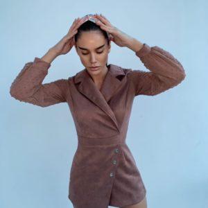 Заказать мокко замшевый женский комбинезон с длинным рукавом по низким ценам