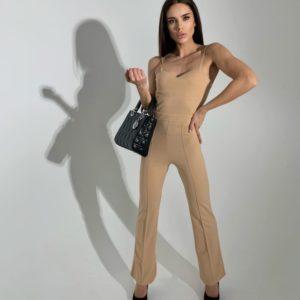 Купить женский беж брючный комбинезон онлайн по скидке на бретельках