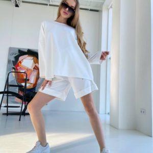 Купить по скидке белый спортивный костюм оверсайз с шортами недорого для женщин