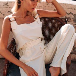 Заказать недорого белого цвета брючный костюм свободного кроя с топом (размер 42-48) для женщин