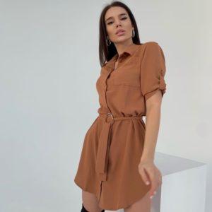 Заказать онлайн женскую платье-рубашка длины мини цвета мокко из жатки по скидке