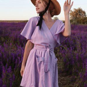Заказать женское платье лилового цвета мини из льна на запах (размер 42-48) недорого