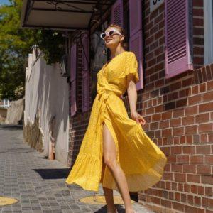 Заказать недорого летнее платье желтого цвета на запах с рюшами (размер 42-48) для женщин