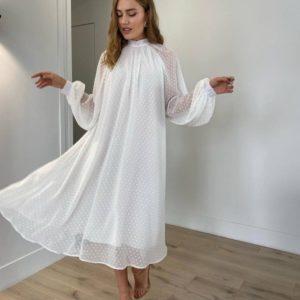 Заказать белое женское закрытое свободное платье в горошек в интернете