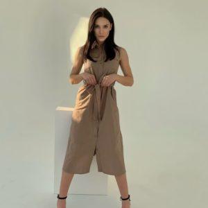 Приобрести мокко женское льняное платье-рубашка миди по низким ценам с поясом