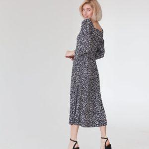 Заказать онлайн принтованное платье миди черного цвета с разрезом на ноге (размер 40-54) для женщин