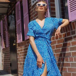 Приобрести голубое женское летнее платье онлайн на запах с рюшами (размер 42-48)