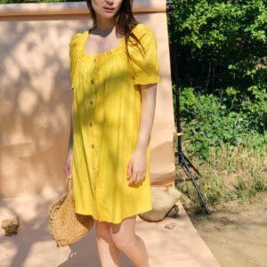 Заказать по скидке желтое платье с поясом дешево из натурального льна (размер 42-48) для женщин