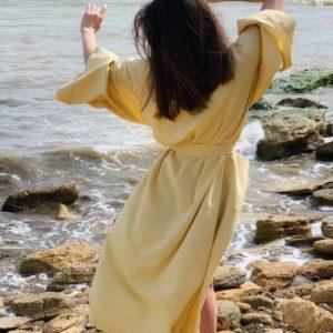 Заказать недорого горчичного цвета длинное платье кимоно из льна (размер 42-48) для женщин
