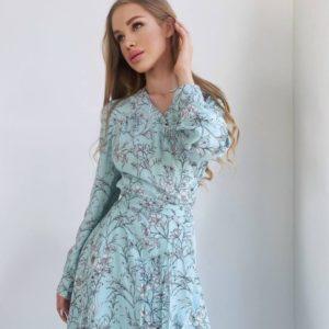 Купить по скидке женское цветочное платье из натурального штапеля (размер 42-48) голубого цвета