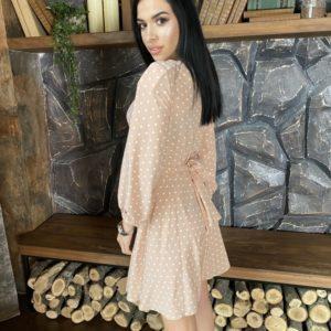 Купить женское платье недорого в горошек на запах бежевое с поясом (размер 42-52)