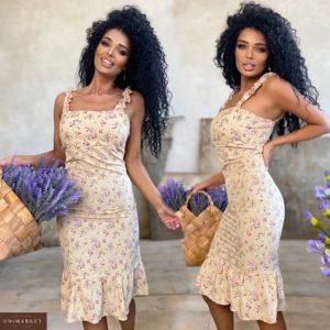 Заказать женское бежевое силуэтное цветочное платье на бретельках (размер 42-48) по скидке