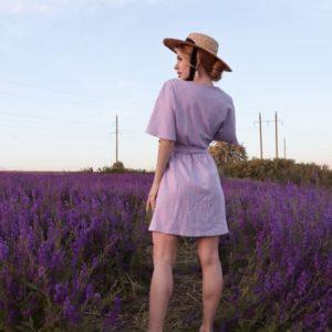 Приобрести женское платье мини из льна в интернете на запах (размер 42-48) лилового цвета