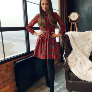 Приобрести женское красное платье в клетку А-силуэта в интернете