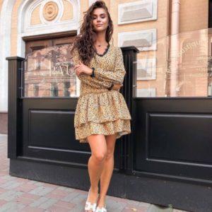 Приобрести женское платье свободного кроя с кружевом цвета горчица в интернете