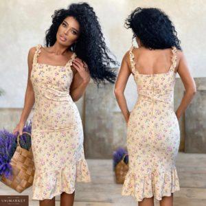 Купить на распродаже женское силуэтное цветочное платье на бретельках (размер 42-48) бежевого цвета