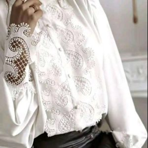 Заказать онлайн рубашку из шифона белого цвета с кружевом для женщин