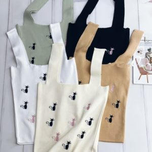 Заказать онлайн женскую трикотажную майку с котиками белую, оливка, беж, черную