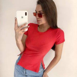 Заказать на лето женскую футболку-топ со змейками красного цвета в Украине