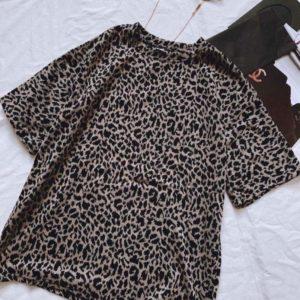 Приобрести недорого женскую футболку бежевую с леопардовым принтом