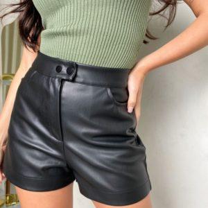 Заказать онлайн черного цвета высокие шорты из эко-кожи на замше для женщин