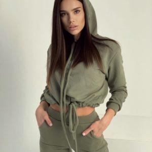 Заказать хаки женский прогулочный костюм онлайн с короткой кофтой и капюшоном в Украине