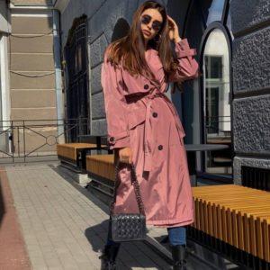 Придбати жіночий довгий тренч дешево з щільної плащової тканини рожевого кольору (розмір 42-48)