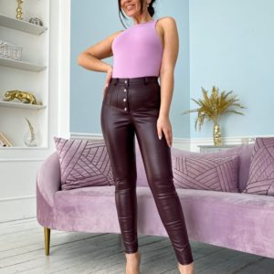 Заказать цвета вишня брюки из эко кожи онлайн с высокой посадкой (размер 42-56) для женщин