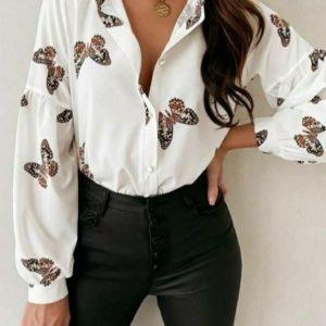 Купити білу блузу з принтом метелики (розмір 42-48) по знижці для жінок