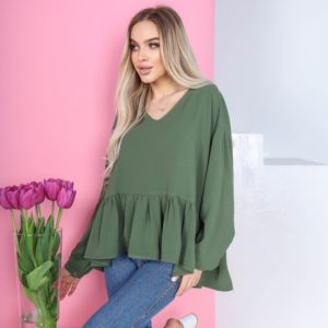 Купить женскую цвета хаки свободную блузку с рюшей по скидке