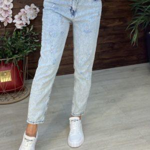Купить голубого цвета женские джинсы Мом с дырками онлайн