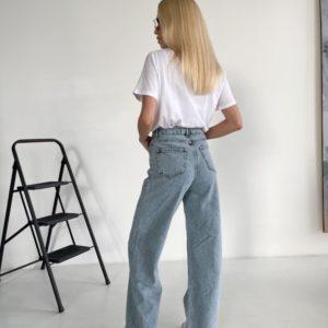 Купить в интернете женские свободные джинсы с необработанным краем голубого цвета