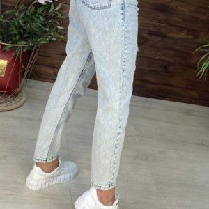 Заказать для женщин онлайн джинсы Мом с дырками голубого цвета