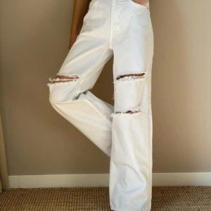 Заказать онлайн белые джинсы палаццо с необработанными дырками для женщин