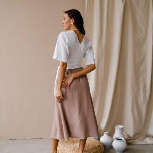 Приобрести по низким ценам женский костюм: юбка миди с двусторонней блузой (размер 42-48) белого цвета онлайн