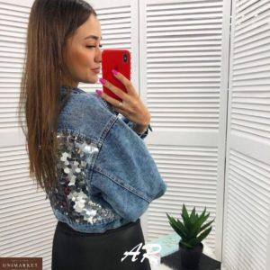 Заказать по скидке женскую короткую джинсовую куртку с пайетками голубую