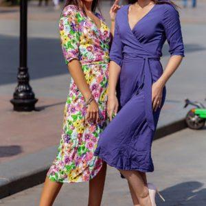 Заказать по скидке фиолетовое, белое платье на запах с рукавом 3/4 (размер 42-52) для женщин