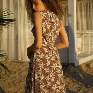 Купить коричневое платье (размер 42-52) без рукавов на запах для женщин онлайн