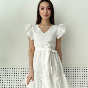 Купить недорого женское платье из прошвы с рюшами белого цвета