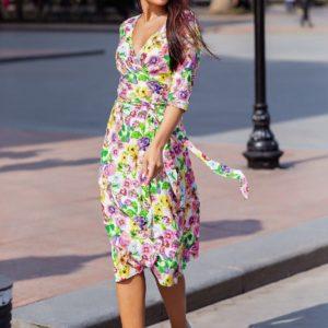 Приобрести недорого белое в цветы женское платье на запах с рукавом 3/4 (размер 42-52)