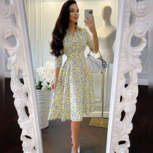 Приобрести по скидке женское принтованное платье миди с поясом желтого цвета