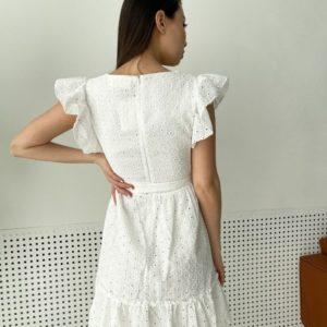 Приобрести по скидке белое платье из прошвы с рюшами для женщин