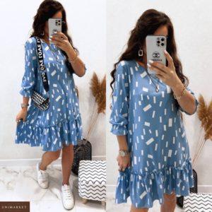 Приобрести голубое женское платье с оригинальным принтом (размер 42-48) недорого