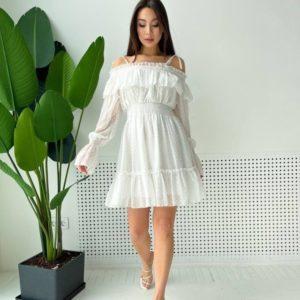 Купить недорого белое шифоновое платье с открытыми плечами и рюшами для женщин