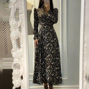 Заказать черно-белое женское платье миди с принтом на запах по скидке