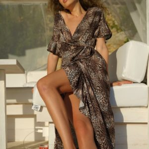Купить недорого женское летнее платье на запах с животным принтом (размер 42-52) коричневого цвета