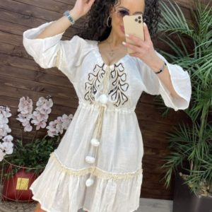 Заказать белого цвета женское летнее платье с помпонами онлайн