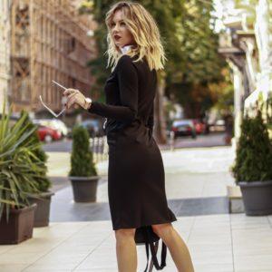Заказать черное женское закрытое платье с цветным воротником выгодно